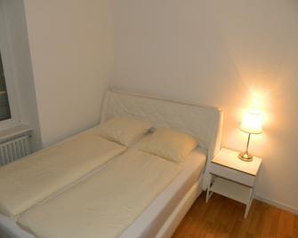 Rent-A-Home Delsbergerallee - Basilea - Camera da letto