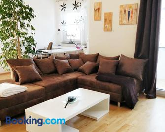 FeWo - bei Tati 95qm - Singen - Living room