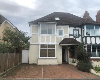 Right Stays - Guildford - Building
