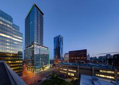 Holiday Inn Hotel & Suites Montreal Centre-ville Ouest - Montreal - Outdoor view