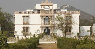 United-21 Lake City Resort - Udaipur