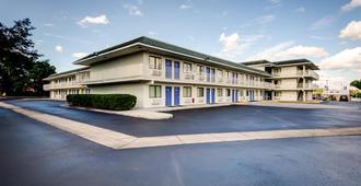 Motel 6 Lakeland - Lakeland - Building