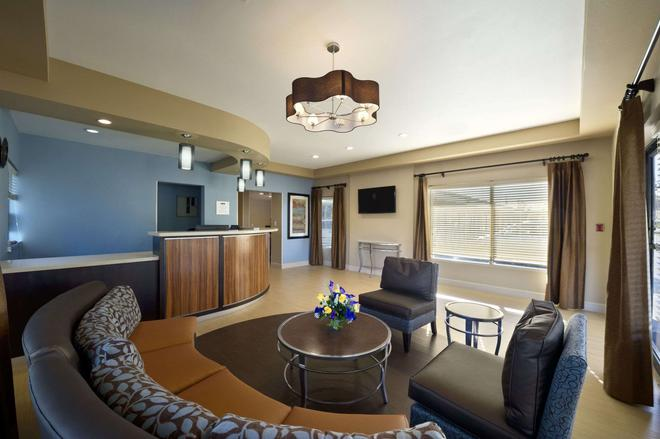 Travelodge by Wyndham Hinesville - Hinesville - Living room