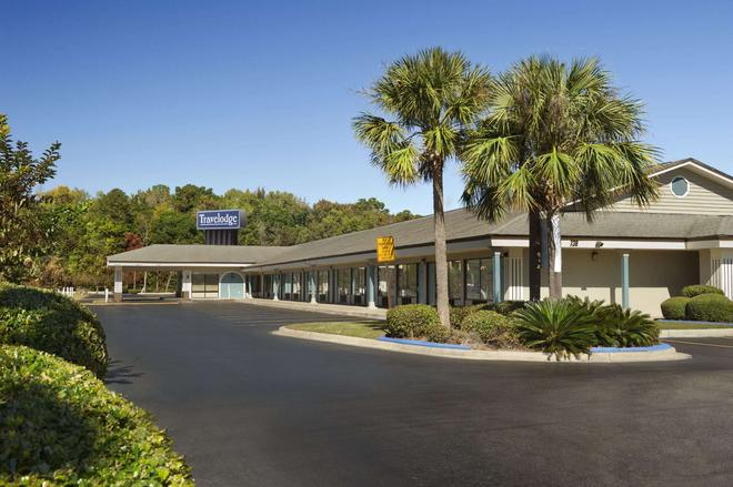 Travelodge by Wyndham Hinesville - Hinesville - Building