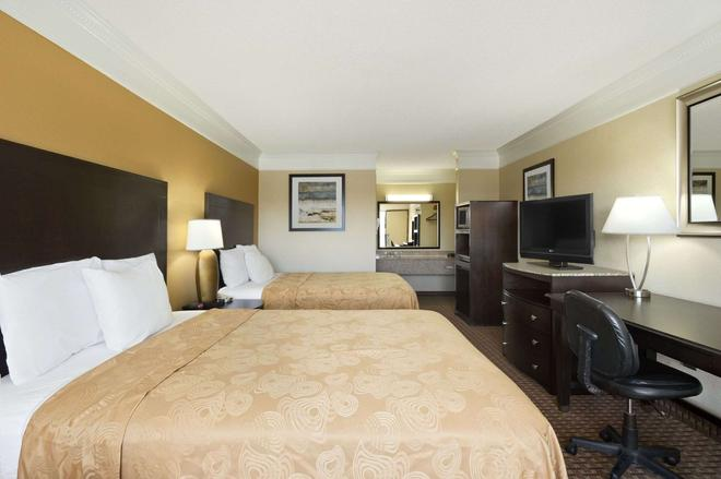 Travelodge by Wyndham Hinesville - Hinesville - Bedroom