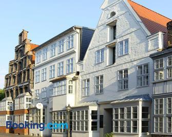Einzigartig - Das kleine Hotel im Wasserviertel - Luneburg - Building