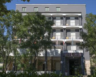 Hotel Salus - Medesano - Building