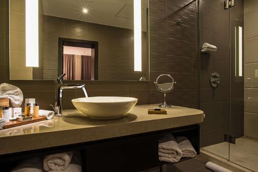Best Western PREMIER Sofia Airport Hotel - Sofia - Bathroom