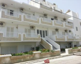 Fania Apartments - Кардамайна - Building