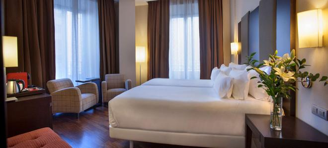 NH 維多利亞酒店 - 格拉納達 - 格拉納達 - 臥室