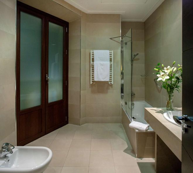 NH 維多利亞酒店 - 格拉納達 - 格拉納達 - 浴室