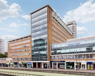 Travelodge Croydon Central - Croydon - Building