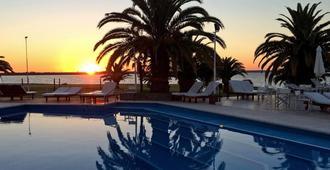 Hotel Marina Del Faro Resort - Termas de Río Hondo - Piscina