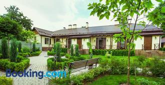 Petrani Central - Kyiv - Edificio