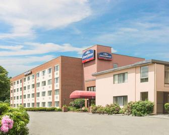 Howard Johnson by Wyndham South Portland - South Portland - Gebäude