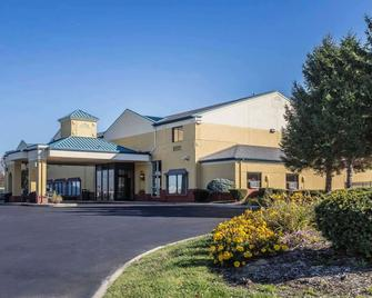 Quality Inn - Perrysburg - Building