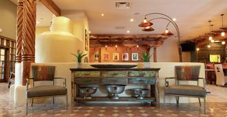 Hotel Don Fernando de Taos, Tapestry Collection by Hilton - Taos - Front desk