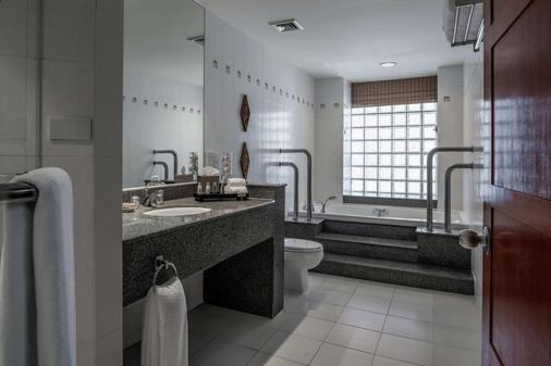 Hilton Hua Hin Resort & Spa - Hua Hin - Bathroom