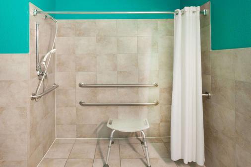 Days Inn by Wyndham Kemah - Kemah - Bathroom