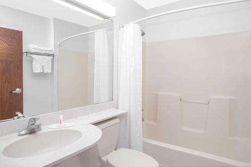 Microtel Inn & Suites by Wyndham Meridian - Meridian - Bad