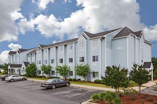Microtel Inn & Suites by Wyndham Meridian - Meridian - Gebäude