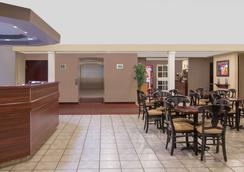Microtel Inn & Suites by Wyndham Meridian - Meridian - Restaurant