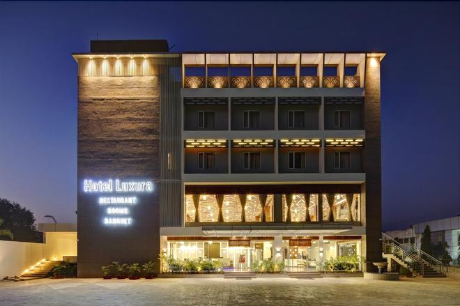 Hotel Luxura - Godhra - Building