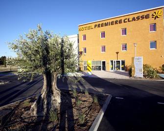 Première Classe Istres - Istres - Building