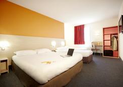 Première Classe Istres - Istres - Bedroom
