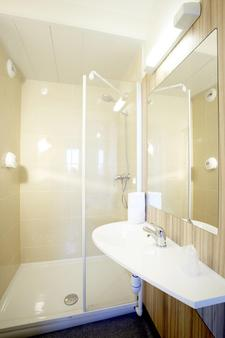 Première Classe Istres - Istres - Bathroom