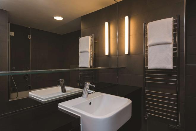 柏林哈克市場阿迪娜公寓式酒店 - 柏林 - 柏林 - 浴室