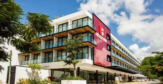 Fiesta Inn Playa Del Carmen - Playa del Carmen - Building