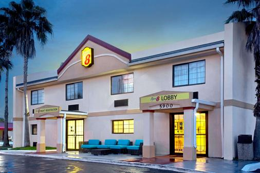 Super 8 by Wyndham Orlando International Drive - Ορλάντο - Κτίριο