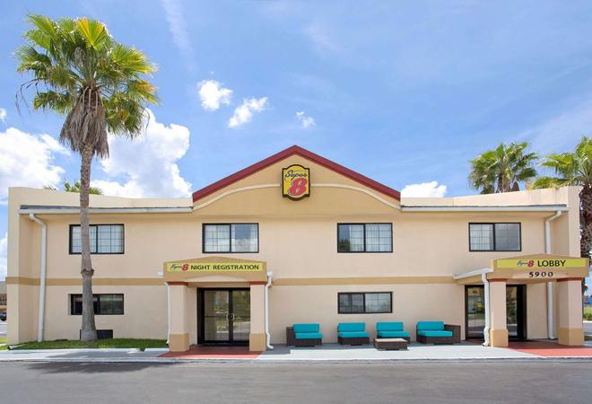 Super 8 by Wyndham Orlando International Drive - Orlando - Toà nhà
