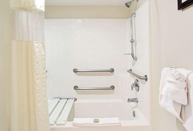 Super 8 by Wyndham Orlando International Drive - Orlando - Phòng tắm