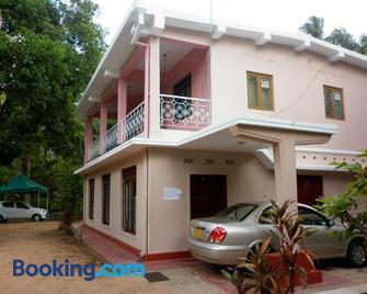 Luxman Guest House - Polonnaruwa - Building