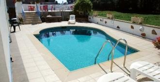 Talana Hotel - Saint Saviour - Pool