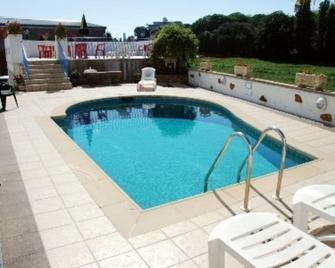 Talana Hotel - Saint Saviour - Zwembad