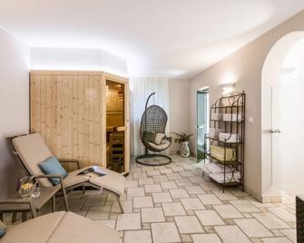Burgstall Apartment, Sleeps 4 with Pool and Free WiFi - Postal/Burgstall