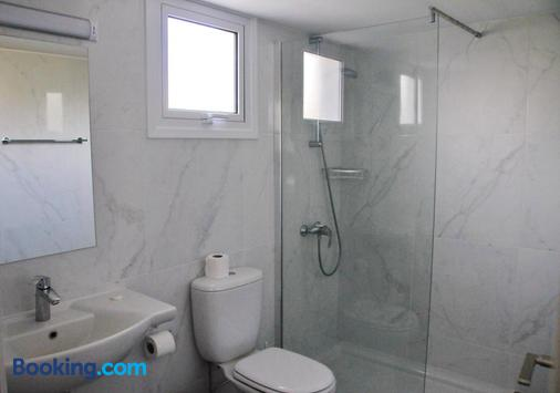 Kaos Hotel Apartments - Ayia Napa - Bathroom