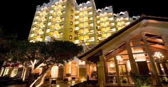 Okinawa Spa Resort Exes - אונה - בניין