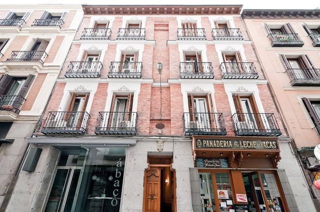Hostal Las Cortes - Madrid - Building