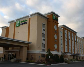 Holiday Inn Express Toledo North - Toledo - Building