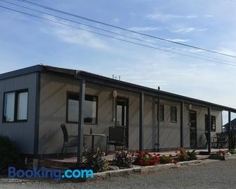 Pineacres Motel and Park - Rangiora - Building