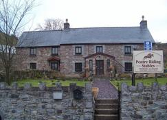 Pentre Riding Stables - Swansea - Gebouw