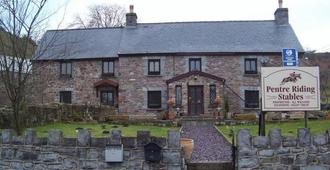 Pentre Riding Stable And Accommodation - Swansea - Building