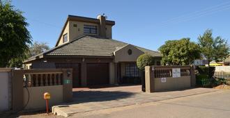 Triple Palms Bed and Breakfast - Gaborone - Gebäude