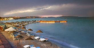 Mplaya Hotel By Corendon - צזמה - חוף