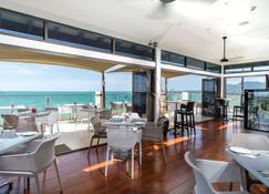 Ramada Suites by Wyndham Wailoaloa Beach Fiji - Nadi - Restaurant