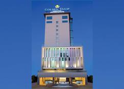 Golden Tulip Essential Makassar - Makassar - Building